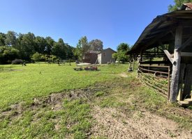 Cute home, 3 bed, 3 bath, 2 sided porch, pond, barn, fenced pasture, 15 +/- acres, Independence County, AR